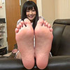 [Foot fetish] Hibiki-CHAN's embarrassing leg, foot and leg movements to carefully observe the