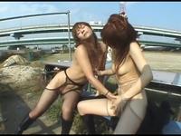 【ジャネス】街中で公開ゲリラプレイでレズる露出好きな女たち #001